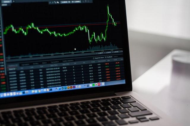 企业选择金融CRM系统时需要考虑哪些因素